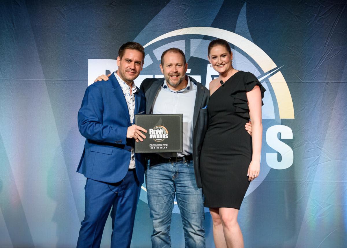 David Hicks receives ProprtyGuys.com Revvy award for Model Office